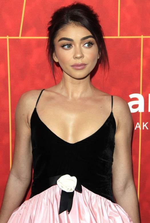 Sarah Hyland wearinga twisted hem dressat the 2018 amfAR Gala at the Wallis Annenberg Center for the Performing Arts in Beverly Hills, California, on October 18, 2018