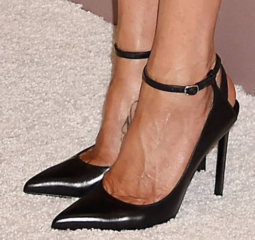 Jennifer Aniston's hot feet in Mary Jane pumps