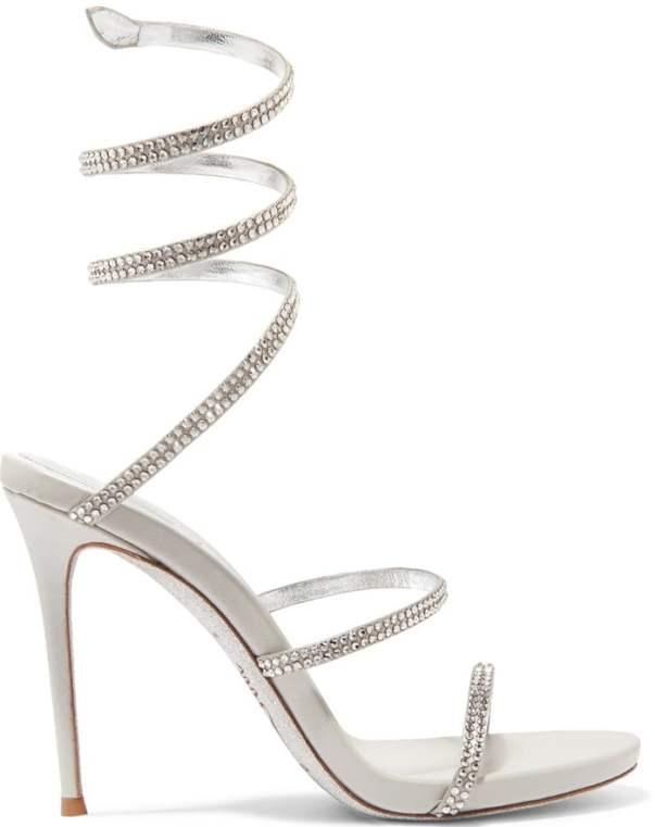 Lizzo usou sandália de Rene Caovilla modelo 'Cleo' de cristais encrustrados e que simula uma serpente subindo a perna