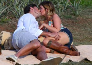 Tim Warmels and Trisha Vergo picnic on a pineapple plantation on The Bachelor Canada 2 episode 9