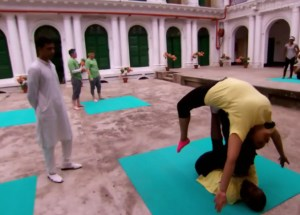 Leilani Ross and Dujean Williams rock couples yoga on Amazing Race Canada 3