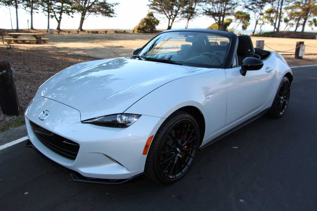 2016 Mazda MX-5 Miata is Pure Style and Meant for Car Connoisseurs