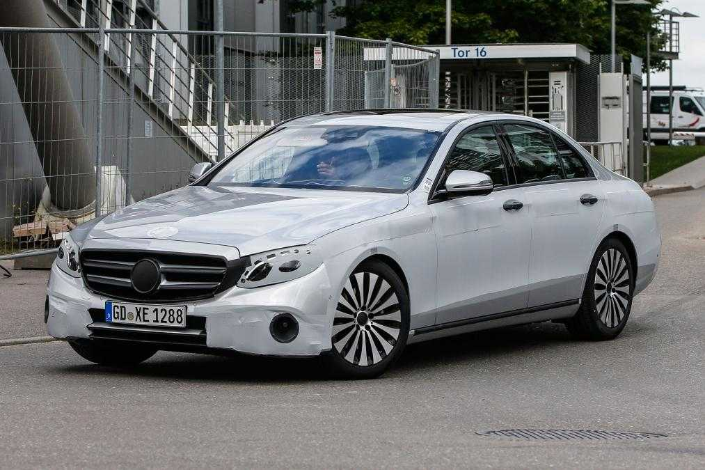 2016 Mercedes Benz E-Class Revealed in Amazing New Pictures, Tech Details Out