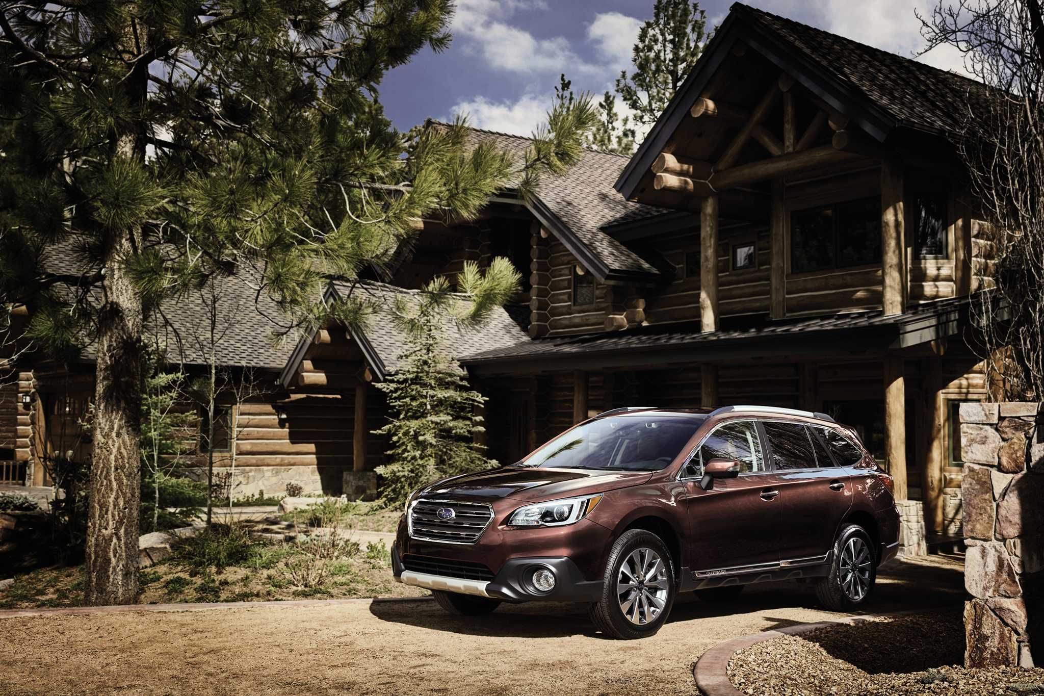 2017 Subaru Legacy and Outback Pricing Announced