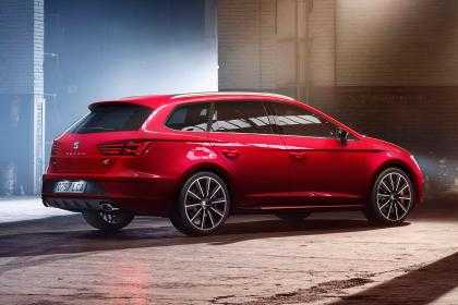 SEAT Leon Cupra 300 is a Performance Driven Model with 296hp