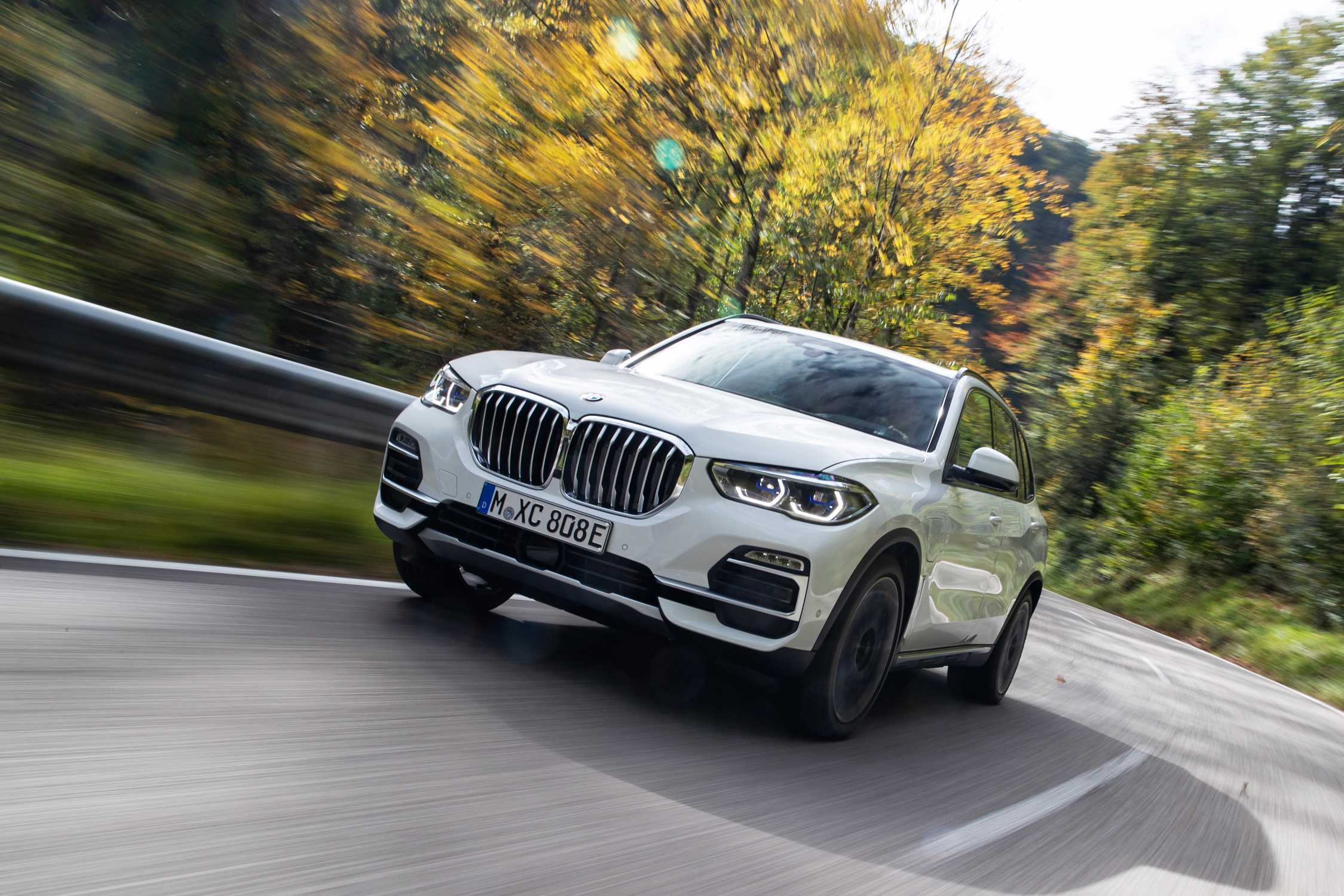 BMW Launches 2021 BMW X5 xDrive45e PHEV Sports Activity Vehicle