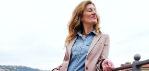 jeans e giacca lucida
