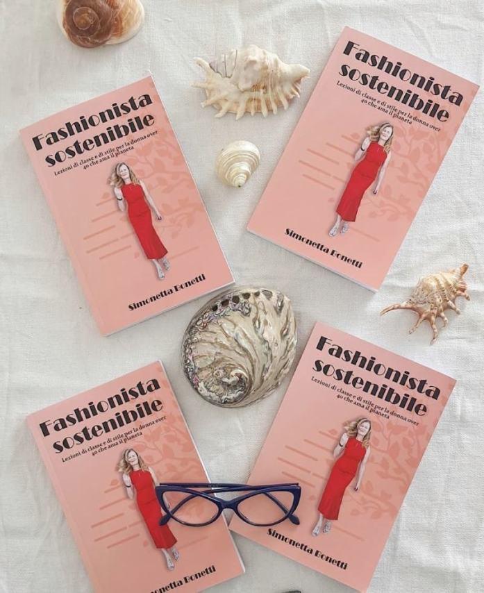 Fashionista sostenibile, il libro sulla moda sostenibile dedicato alla donna over 40