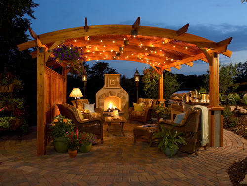 Light it Up: Add a Party Vibe to Your Outdoor Staging