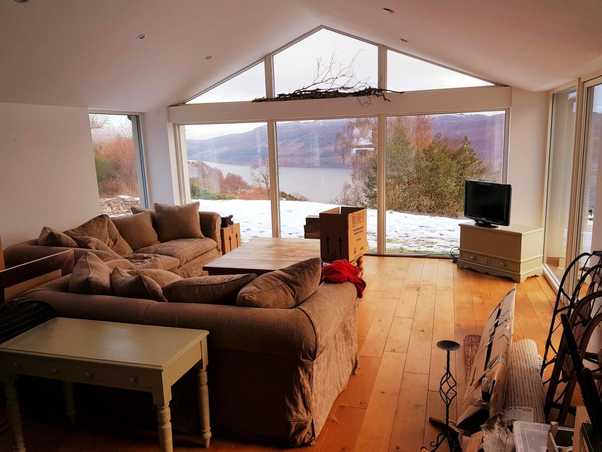 movingout-houseint1200