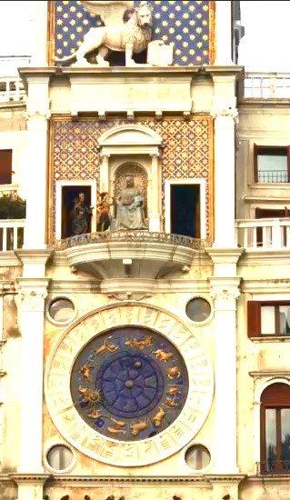 Часы на площади св.Марка в  Рождество
