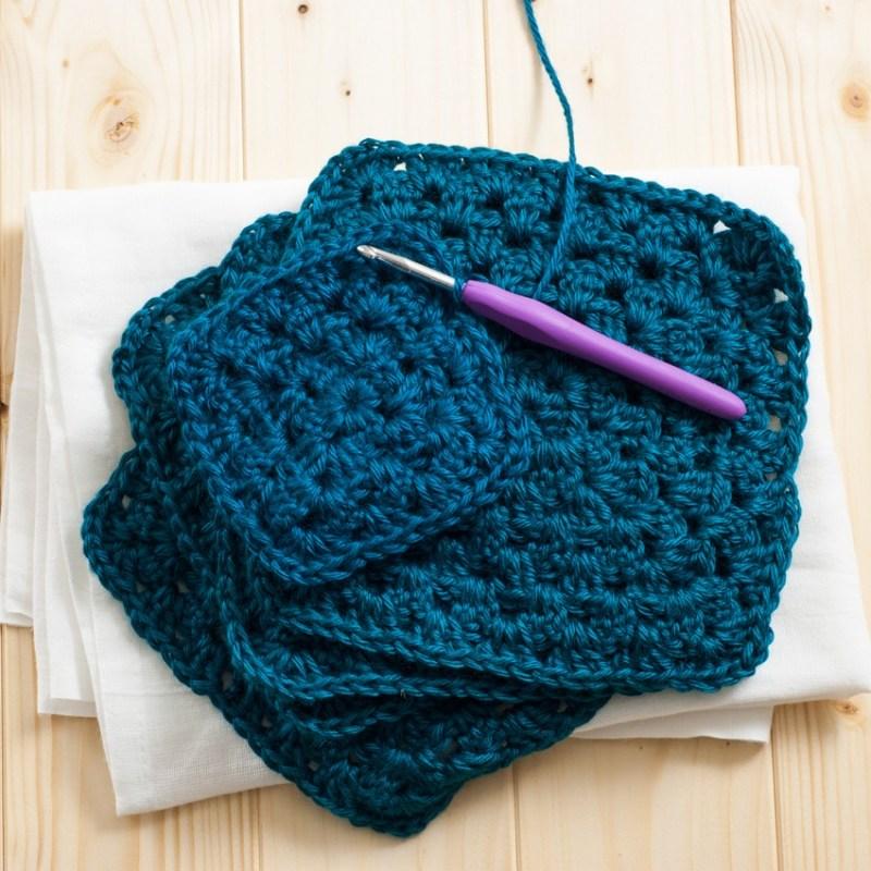 Classic Granny Square Pattern | YouShouldCraft.com #crochet
