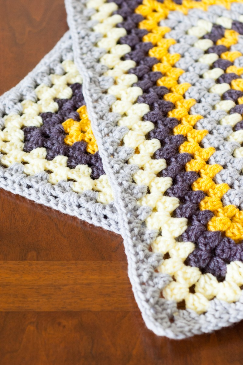Decorate your home for spring and crochet a pillow with bright daisy granny squares. The free pattern and photo-tutorial from @YouShouldCraft will show you how! Click to make your pillow now, or re-pin for later!