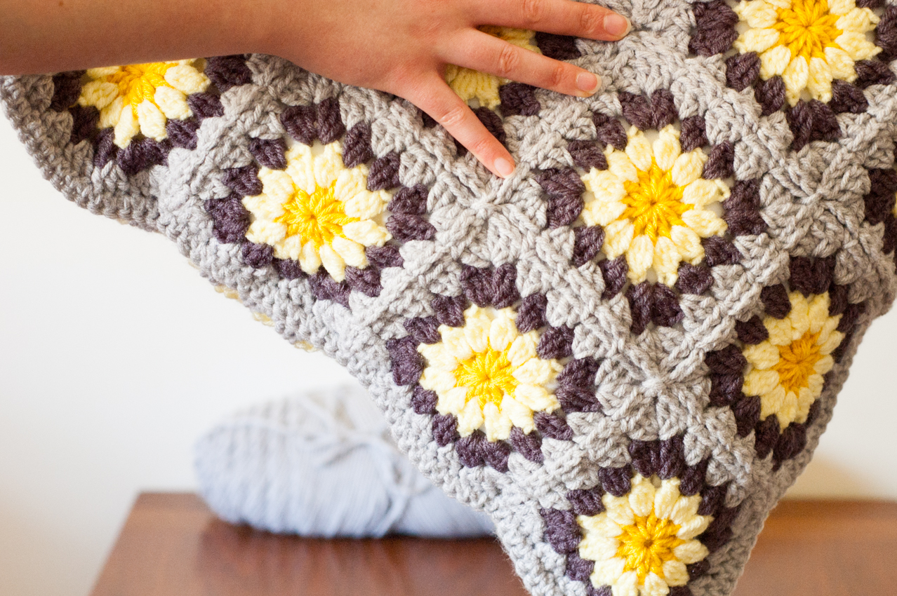 Daisy Granny Square Pillow Free Crochet Pattern You Should Craft