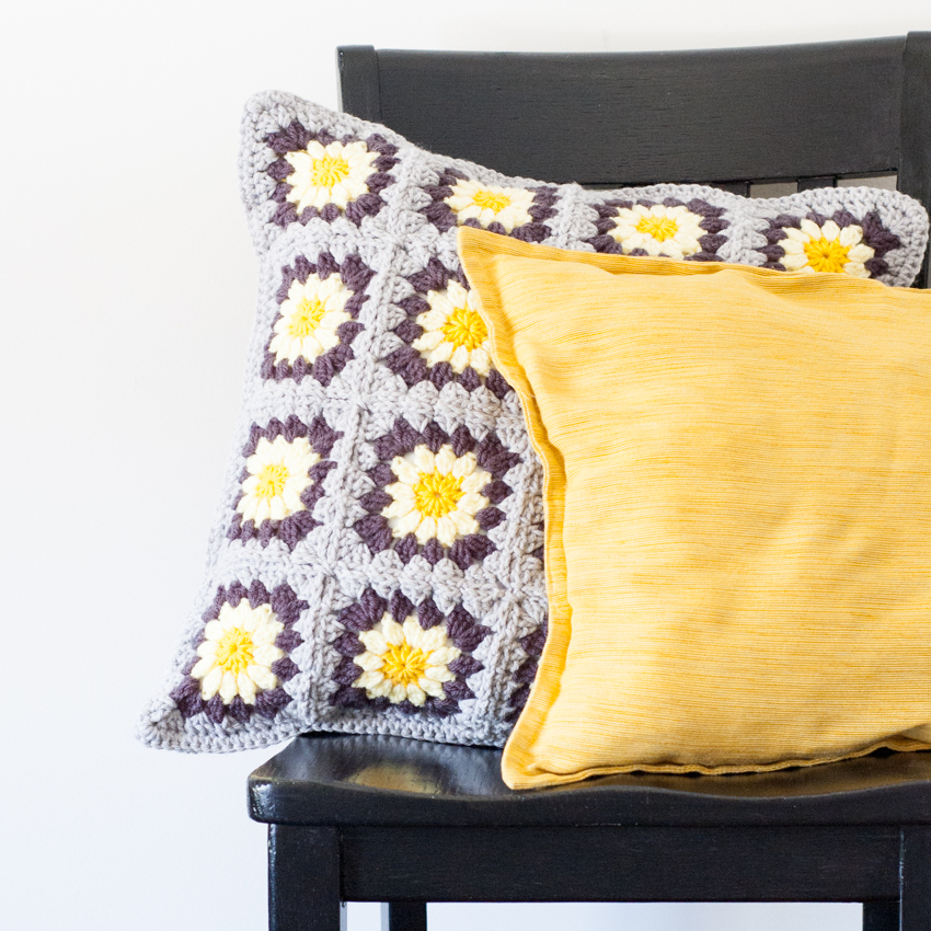 Daisy Granny Square Pillow - Free Crochet Pattern