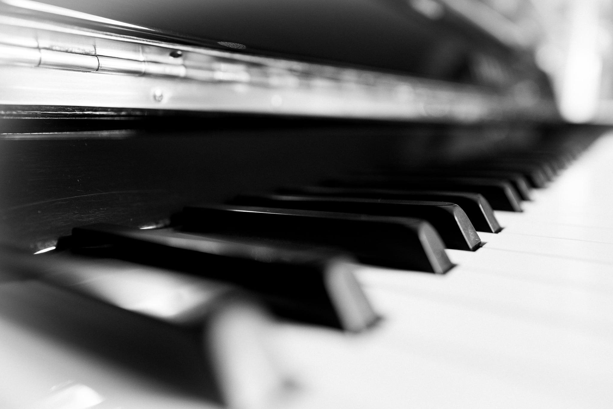Apprendre le Piano: la gamme de Fa mineur Blues sur 2 octaves