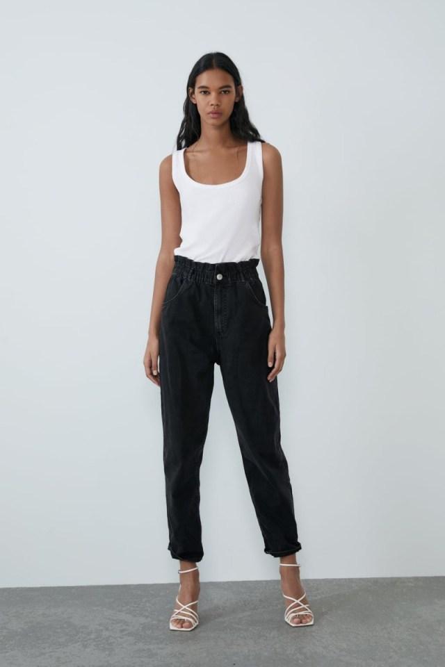 Zara: Αυτό το μαύρο τζιν από τη νέα συλλογή