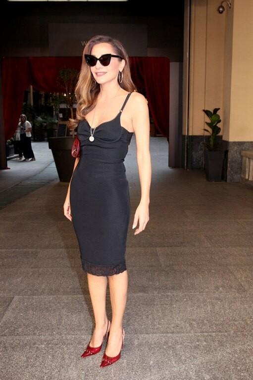 Δέσποινα Βανδή: Έβαλε φόρεμα - νυχτικό και τα μάτια όλων στράφηκαν στις κόκκινες γόβες της!