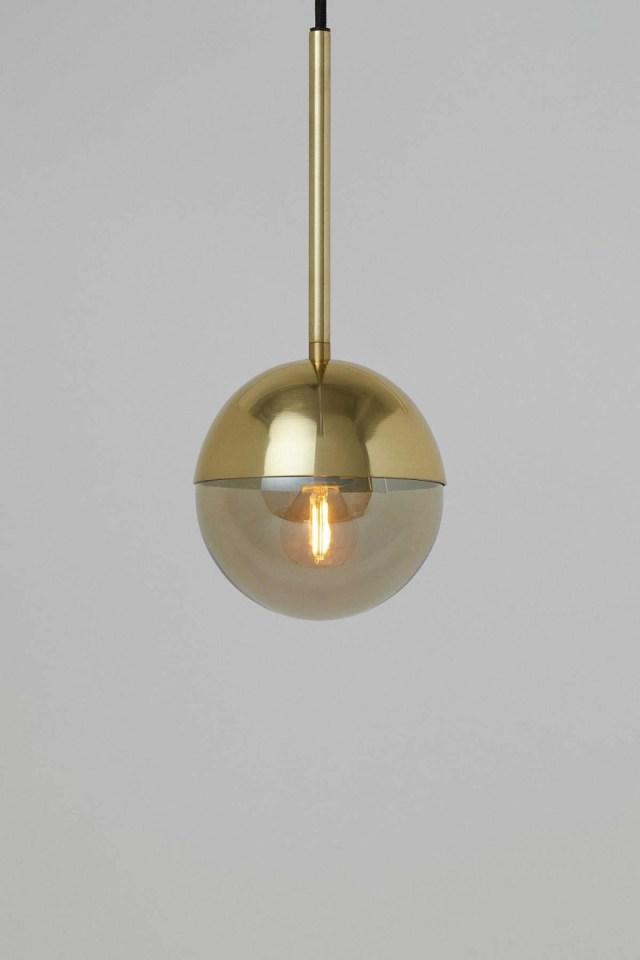 Χρυσό κρεμαστό φωτιστικό τοίχου H&M από τη νέα σειρά