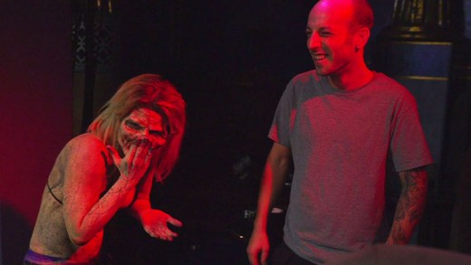 korkunç striptizci zombi şakası