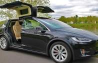 Tesla Model X'ten Işıklı Şarkılı Yılbaşı Şov!