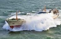 Dev Dalgalarla Dövüşen Gemiler