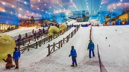 The Banana Çin kapalı kayak merkezi