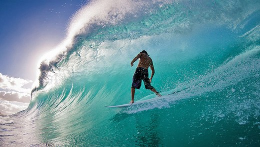 dev sörf dalgaları ile dans