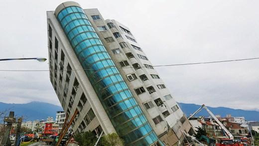 japonya da depremde dans eden binalar