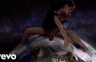 """Ariana Grande'den """"Tanrı Bir Kadın"""" Şarkısına Olay Yaratan Klip"""