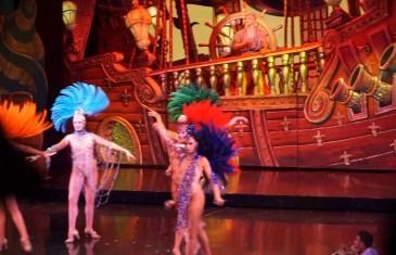 130. Yaş Gününü Kutlayan Ünlü Kabare Moulin Rouge