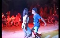 Dansına Bağcılar Stilini Yansıtan Filipinli Genç