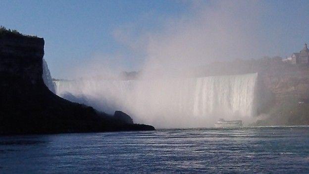 Les magnifiques Chutes du Niagara coté Canadien photo blog voyage tour du monde http://yoytourdumonde.fr