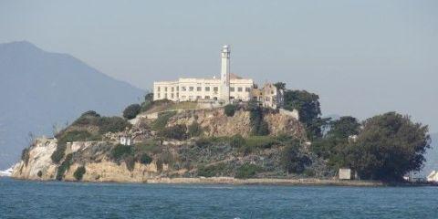 A quelques kilometre de la terr ferme à San Francisco se trouve la prison D'Alcatraz