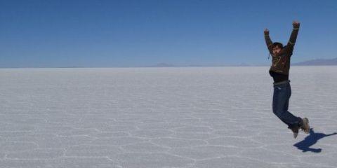 salar-uyuni-bolivie-travel-voyage-sel-montagne