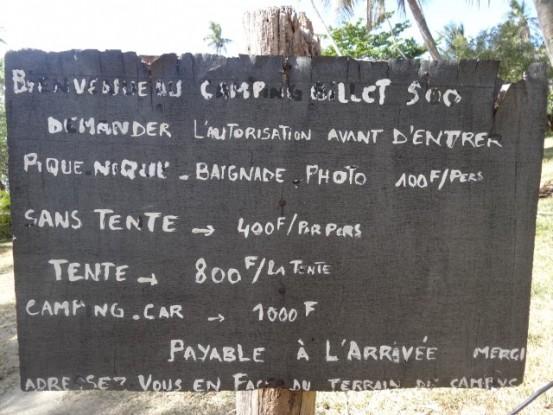 Nouvelle-Caledonie: Sur la plage du billet de 500 francs certains se font de l'argent comme ils peuvent! Quel escroquerie!!! Payer pour un photo! Bien sur...ils n'ont rien gagné avec moi.