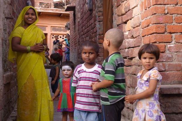 J'ai beaucoup aimé me joindre à la population locale à Fatehpur Sikri en inde photo blog voyage tour du monde http://yoytourdumonde.fr