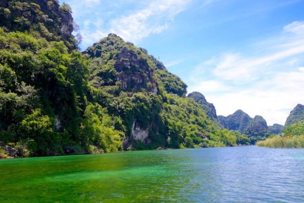 La superbe Baie d'halong terrestre au Vietnam ninh binh tam coc photo blog voyage tour du monde http://yoytourdumonde.fr