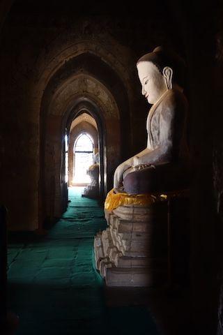 Sulamani temple presence d'un magnifique et tres ancien bouddha photo blog voyage tour du monde http://yoytourdumonde.fr