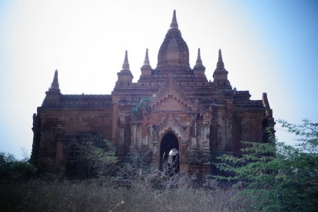 temple dans bagan photo voyage tour du monde http://yoytourdumonde.fr