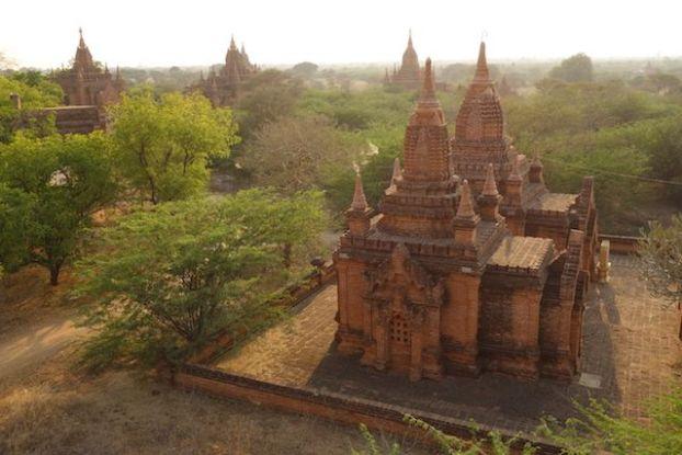 le site feerique de Bagan vous transportera pendant de long jours tant il y a de pagode, temple et stupa a decouvrir photo voyage tour du monde http://yoytourdumonde.fr