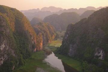 Couché de soleil sur la Baie d'Halong Terrestre vietnam photo blog voyage tour du monde http://yoytourdumonde.fr