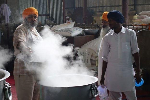Cuisine temple d'or Amritsar photo blog voyage tour du monde http://yoytourdumonde.fr