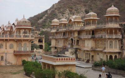 les templs ais aussi les forts et maison de Jaipur capitale du Rajasthan sont superbe une ville a decouvrir photo blog voyage tour du monde http://yoytourdumonde.fr