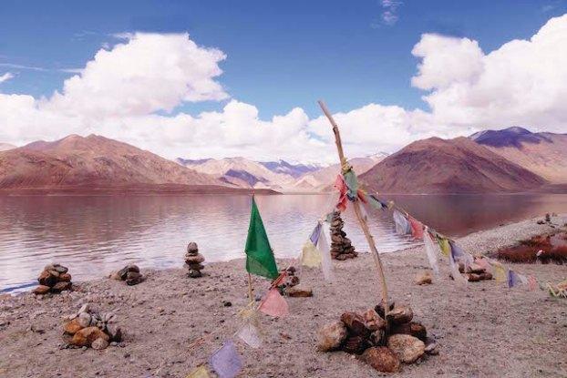 Les lacs sont d'une beauté incroyable au Ladakh photo blog voyage tour du monde http://yoytourdumonde.fr