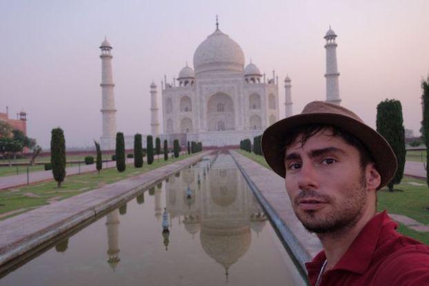 Yohann Taillandier du blog yoytourdumonde visite le Taj Mahal Photo blog voyage tour du monde http://yoytourdumonde.fr