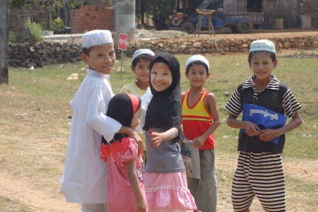 les minorités ethniques du cote de Mawlamyine en Birmanie. photo blog voyage tour du monde http://yoytourdumonde.fr