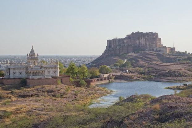 La citadelle Mehrangarh de Jodhpur a été construite directement à même la montagne et le spectacle est vraiment magnifique photo blog voyage tour du monde http://yoytourdumonde.fr