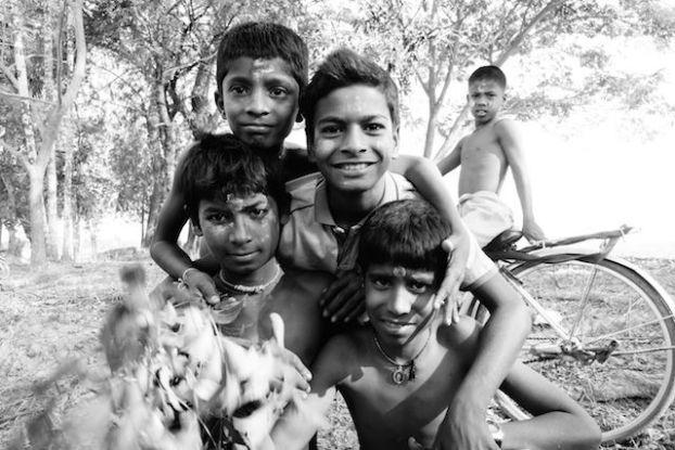 Groupe Hindouiste sur l'Ile de l'Ogre ceremonie shiva photo blog tour du monde http://yoytourdumonde.fr