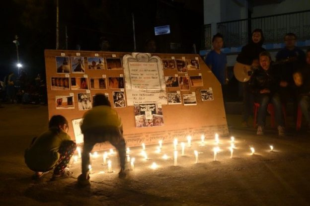 bougie en guise de solidarité à Darjeeling en Inde photo blog voyage tour du monde http://yoytourdumonde.fr